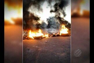 Trabalhadores ameaçam invadir fazenda na BR-155 - Policiais impediram invasão de trabalhadores sem terra.