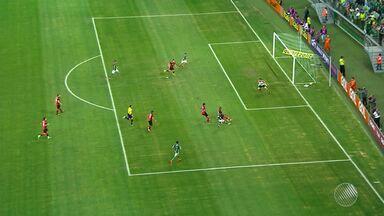Vitória perde do Palmeiras e cai na tabela do Brasileirão - Confira as notícias do rubro-negro baiano.