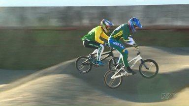 Atletas olímpicos treinam em Londrina antes de competirem na Olimpíada do Rio - Ciclistas do BMX estão fazendo etapa final de preparação em pista de Londrina.