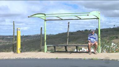 População reclama de problemas em paradas de ônibus - Paradas sem cobertura ou sinalização adequada são alvo de reclamações.