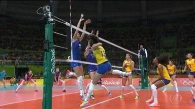 Brasil vence Rússia no vôlei feminino e enfrenta China nas quartas de final - A seleção brasileira de vôlei feminino vence a Rússia e segue para as quartas de final. O próximo adversário é a China.