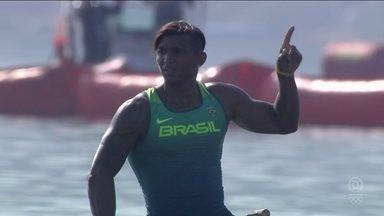 Isaquias Queiroz vence bateria e se classifica para a semifinal da canoagem C1 1000m - Isaquias Queiroz vence bateria e se classifica para a semifinal da canoagem C1 1000m
