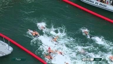 Maratona aquática masculina toma conta da Praia de Copacabana - A prova durou 1 hora e 50 minutos. E quem levou o ouro foi um holandês.