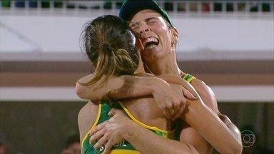 Agatha e Bárbara batem americanas e estão na final do vôlei de praia feminino - Na madrugada de terça para quarta-feira (17), Agatha e Bárbara venceram a dupla dos EUA Walsh e Ross por 2 sets a 0. As brasileiras vão enfrentar uma dupla da Alemanha na final.