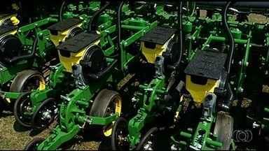 Produtores rurais participam da Feira de Integração, Pecuária e Agricultura, em Mineiros - Evento traz inovações tecnológicas para o agronegócio.