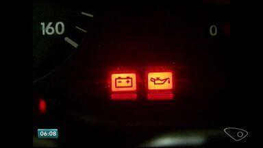 Lei do Farol gera despesa extra com bateria, no Sul do ES - Segundo os motoristas, o risco de esquecer o farol ligado é maior. A multa para quem não andar com o farol ligado em rodovias é de R$ 85,13.