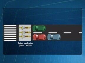 Faixa exclusiva para motos em semáforos entra em vigor - Medida foi publicada nesta quarta-feira (17).