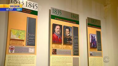Exposição em Porto Alegre conta a história do RS - Uma linha do tempo apresenta a história do estado.