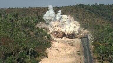 Trechos da BR 163 são interditados para detonação de rochas - Trechos da BR 163 são interditados para detonação de rochas.