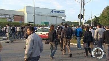 Sindicato faz assembleia na Embraer - Entidade é contra o PDV divulgado nesta quinta-feira (18).