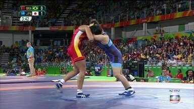 Aline Silva está fora da luta por medalhas na Olimpíada do Rio - A atleta da luta olímpica no estilo livre começou bem, mas perdeu nas quartas de final para uma russa.