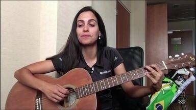 Golfista brasileira Victoria Lovelady canta em rede social música de própria autoria - Golfista brasileira Victoria Lovelady canta em rede social música de própria autoria