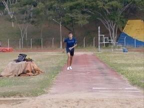 Especialista em salto triplo acumula experiências internacionais - Promessa do esporte, jovem de 16 anos treina em Presidente Prudente.