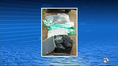 PM apreende 80 kg de maconha após caminhonete capotar em Gravatá - Policiais foram ajudar os passageiros do veículo e encontraram a droga.