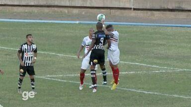 Roberto Dias mete mão na bola, e árbitro marca pênalti em River-PI x Botafogo-PB - Roberto Dias mete mão na bola, e árbitro marca pênalti em River-PI x Botafogo-PB