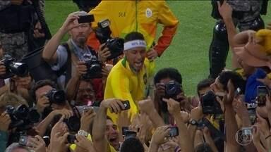 Brasil conquista o inédito ouro olímpico no futebol - A Seleção Brasileira venceu a Alemanha nos pênaltis, no Maracanã, e conquistou a medalha de ouro inédita no futebol masculino, após um empate por 1 x 1 no tempo normal e prorrogação.