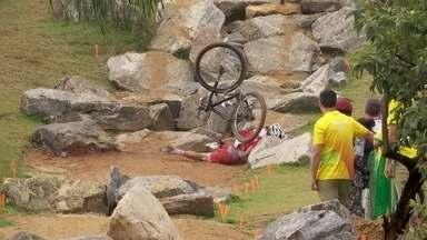 Alexander Gehbauer, da Áustria, sofre queda no Mountain Bike na Olimpíada - Alexander Gehbauer, da Áustria, sofre queda no Mountain Bike