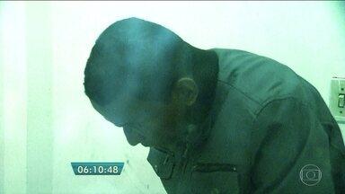 Homem se passa por pastor para aplicar golpe em fiéis - O homem, que fingia ser pastor de uma igreja, foi preso em flagrante acusado de aplicar golpe em fiéis bolivianos. A polícia acredita que ele tenha tirado mais R$ 500 mil das vítimas.