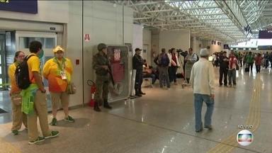 Movimento de saída após a Olimpíada não para no Aeroporto Internacional do Rio - Depois da Olimpíada, o movimento de saída de atletas e turistas do Rio não para. Ainda tem muita gente indo embora.