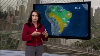 Veja a previsão do tempo para esta terça-feira (23) em todo o Brasil - Além do sul do Brasil, as temperaturas caíram bastante também no Sudeste. Uma massa de ar gelado veio atrás daquela frente fria mais forte do mês.