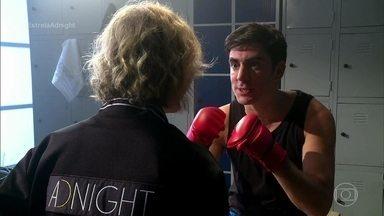 Marcelo Adnet recebe treinamento de Marília Gabriela e Bial antes de entrar no palco - Apresentador treina boxe e comenta o que vem por aí em seu late show