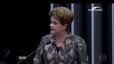 Dilma Rousseff discursa por quase 50 minutos antes de responder a perguntas de senadores - A presidente afastada esteve no Senado na sessão do processo de impeachment para sustentar sua própria defesa. O deputado afastado Eduardo Cunha reagiu às críticas da presidente afastada.