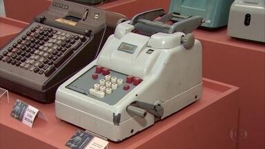 Exposição mostra avanços da contabilidade no Brasil - Mostra relembra equipamentos utilizados antes dos computadores.
