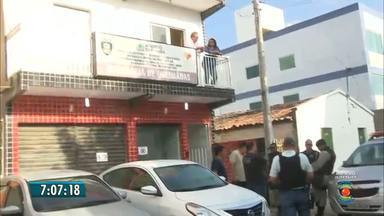 Bandidos causam terror em Queimadas, mas não conseguem levar dinheiro de banco - Polícia acredita que dois bandidos ainda estão feridos, depois da troca de tiros na tentativa de assalto.