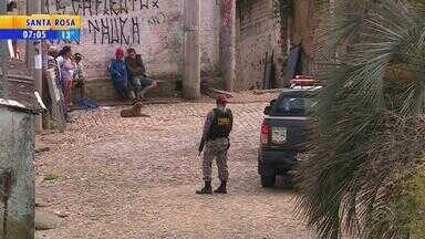 BM e Força Nacional fazem ação após tiroteio com morte em Porto Alegre - Foi montada barricada na Rua Dona Maria, no Morro Santa Teresa.