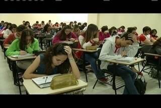 Em Governador Valadares, candidatos ao Enem intensificam estudos - Provas vão ser aplicadas nos dias 5 e 6 de novembro.