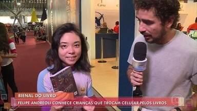 Felipe Andreoli conhece crianças que trocam celular por livros - Repórter foi até a Bienal do Livro, em São Paulo, e conversa com a criançada