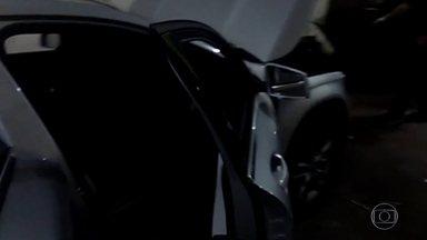 Polícia prende mais uma parte da quadrilha envolvida em roubos de carros de luxo - No começo do mês, o DEIC já tinha prendido dez ladrões. Naquela época, eu comentei que precisavam ir atrás dos receptadores. Os policiais foram e encontraram cinco homens em um sobrado em Sapopemba, na zona leste da capital.