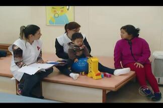 AACD faz 15 anos em Uberlândia e se torna referência na região - Associação tem 77 profissionais atende e uma média de 300 pacientes por dia. Unidade busca formas de conseguir recursos para manter serviço.