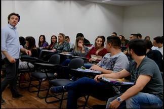 Setor de educação cresce em Divinópolis - Segmento impulsiona a economia. Número de alunos em salas de aula aumentou e crescimento deve continuar nos próximos cinco anos.