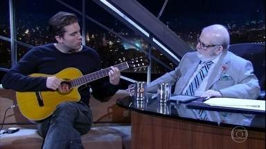 """Thiago Fragoso canta """"Corcovado"""" - Ator faz parte do elenco do musical """"Garota de Ipanema"""""""