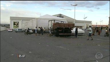 Caminhão desgovernado atropela cinco pessoas em Anápolis, GO - As vítimas participavam de um encontro de caminhoneiros na cidade, quando foram atingidas pelo caminhão. O motorista estava embriagado.
