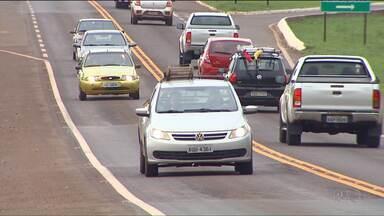 Justiça Federal suspende aplicação de multas para quem não ligar o farol baixo na rodovia - A Polícia Rodoviária Federal foi notificada no sábado sobre a decisão.