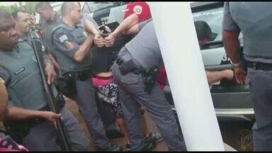 Três homens são presos após invadir e furtar casa de um coronel da PM em SP - O crime ocorreu em São José do Rio Preto (SP). Um dos suspeitos foi preso em Severínia (SP), dois em Pitangueiras (SP) e um conseguiu fugir.