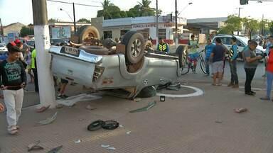 Batida entre dois carros deixa feridos em trecho da Av. Cuiabá em Santarém - Acidente aconteceu na tarde deste domingo na Av. Cuiabá com a Mendonça. Vítimas foram socorridas e levadas ao Pronto Socorro Municipal (PSM).