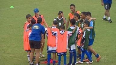 """Crianças de Manaus participam de festival de futebol organizado pela CBF - A atividade faz parte do projeto social """"Seleção na minha cidade"""""""