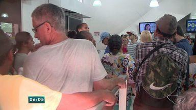 Moradores da Grande Vitória têm dificuldade para pegar remédios na Farmácia Cidadã - Farmácias de Vitória e Vila Velha estão cheias e faltam remédios.