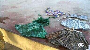 Escola Quintela Cavalcante, de Arapiraca, realiza projeto de arte com objetos recicláveis - Alunos montaram roupas com peças e objetos encontradas no lixo.