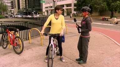 Michelle Loreto resolve fazer as primeiras aulas de bicicleta - Ela deixou as desculpas de lado e, aos 36 anos, resolveu encarar a bicicleta.