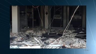 Criminosos explodem caixas eletrônicos de banco em Ipameri, região central do estado - Agência ficou completamente destruída após ataque.