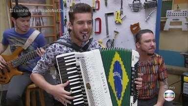 """Luan e Forró estilizado fala da participação no 'Superstar' - A banda toca """"O Dono do Bar"""""""