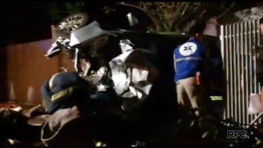 Depois de roubar carro, ladrões batem e vão parar no hospital - O acidente foi em Maringá. Os ladrões ficaram presos nas ferragens e estão internados em estado grave.