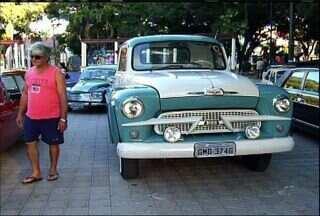 Colecionadores de carros antigos do Cariri participam de exposição no Crato - Exposição segue até este domingo (11) na Praça da Sé, no Centro.