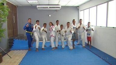 Faculdade do Recife usa judô para auxiliar crianças - Faculdade do Recife usa judô para auxiliar crianças