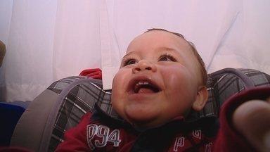 Bebê sofre acidente e é salvo por cadeirinha veicular - Bebê sofre acidente e é salvo por cadeirinha veicular; autoridades alertam sobre a importância do uso da mesma