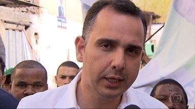 Candidato Rodrigo Pacheco (PMDB) faz caminhada pela Região Noroeste de Belo Horizonte - Ele disse que está ouvindo as reclamações de eleitores de comunidades para elaborar as propostas de governo.